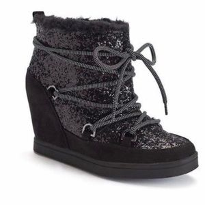 Juicy Couture Ladies 8.5 Glitter wedge bootie 💕